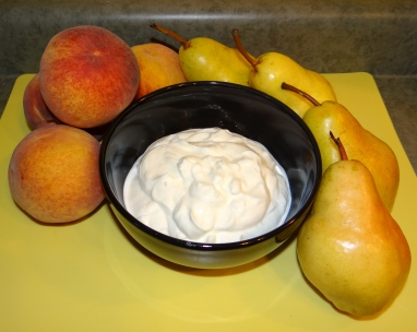 Organic Peaches, Pears, an Plain Greek Yogurt